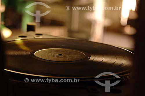 Disco na Fábrica de Discos de vinil Poly Som - Belford Roxo - RJ - Brasil - Data: 13/12/2006