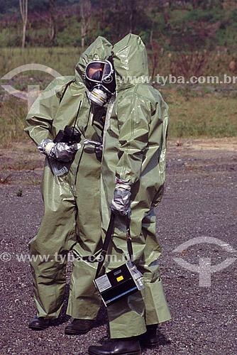 Simulação de vazamento químico - Roupas para segurança no trabalho - São Paulo - Indústria  - São Paulo - São Paulo - Brasil