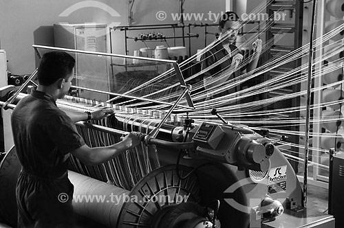 Homens trabalhando em fábrica de tecido - SENAI / CETIQT - RJ  - Rio de Janeiro - Rio de Janeiro - Brasil