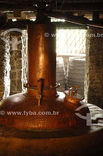 Alambique - Produção artesanal de cachaça - Fazenda Murycana - Paraty - RJ - Brasil - Dezembro de 2006  - Paraty - Rio de Janeiro - Brasil