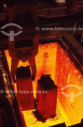 Etapa de produção siderúrgica - CSN - Companhia de Siderúrgica Nacional - Volta Redonda - RJ - Brasil  - Volta Redonda - Rio de Janeiro - Brasil