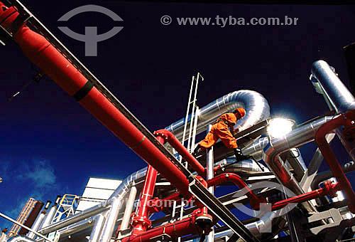 Trabalhador em plataforma de produção de petróleo - BrasilLocal: Bacia de CamposData: 2004
