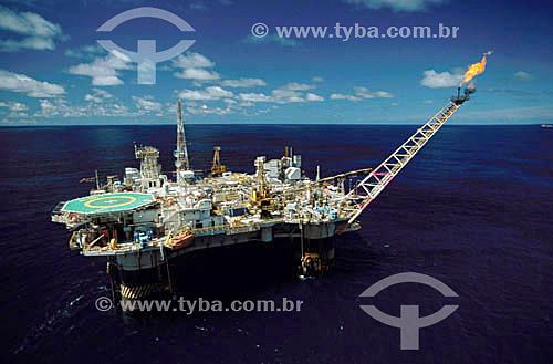Plataforma de produção de petróleo  - Bacia de Campos - RJ - Brasil / Data: 2000