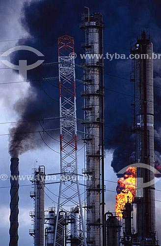 Poluição - Pólo Petroquímico de Camaçari - próximo à Salvador - Bahia - Brasil - 11/2005  - Salvador - Bahia - Brasil