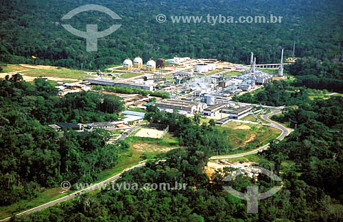 Gasodutos para a expansão da produção de gás e óleo das reservas de Urucu da empresa Petrobras - a 700 km de Manaus - Amazônia - AM - Brasil - Data: 2004
