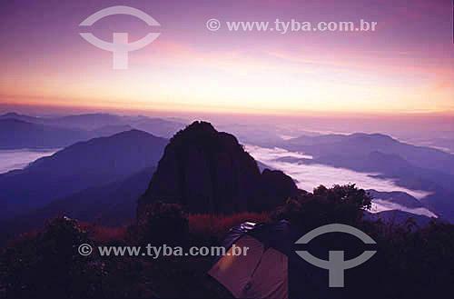 Camping - sol nascendo - cume da Pedra Selada - Serra da Mantiqueira - RJ - Brasil  - Resende - Rio de Janeiro - Brasil