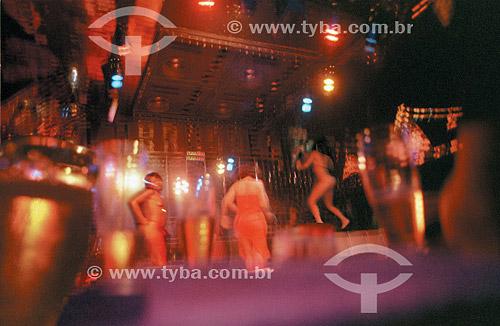 Mulheres dançando e fazendo striptease em boate na noite da cidade do Rio de Janeiro - RJ - Brasil  - Rio de Janeiro - Rio de Janeiro - Brasil