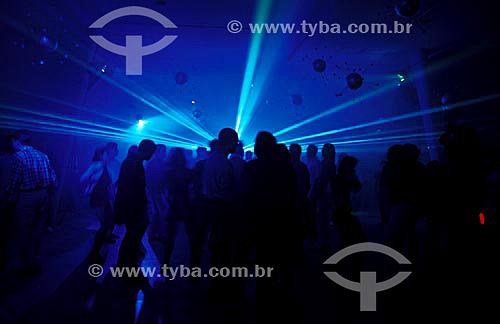Interior boate - pessoas dançando  - Brasil
