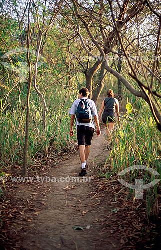 Jovens - Caminhada ecológica - Parque da Catacumba - Lagoa - Rio de Janeiro - RJ - Brasil  - Rio de Janeiro - Rio de Janeiro - Brasil