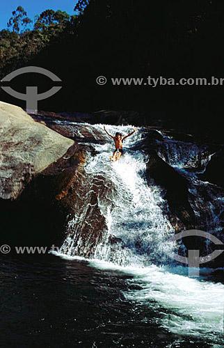 Menino na Cachoeira do Escorrega da Maromba - Visconde de Mauá - RJ - Brasil / Data: 2004