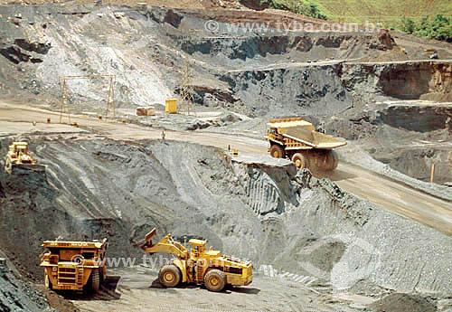 Minério de ferro - extração de hematita - Mina de Timbopeba / Local: Mariana - MG - Brasil / Data: 1994