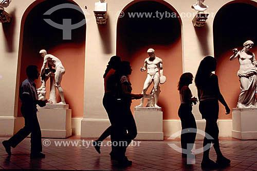 Museu Nacional de Belas Artes  - Centro da cidade do Rio de Janeiro - RJ - Brasil  Inspirado no Museu do Louvre, o prédio foi construído para abrigar a Real Escola de Artes e Ofícios, Escola Nacional de Belas Artes, e foi transformado durante o governo de Getúlio Vargas no  Museu Nacional de Belas Artes.  O Museu é Patrimônio Histórico Naconal desde 24-05-1973.  - Rio de Janeiro - Rio de Janeiro - Brasil