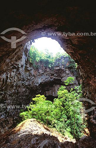 Caverna no Vale do Peruaçú - Cerrado - MG - Brasil  - Itacarambi - Minas Gerais - Brasil