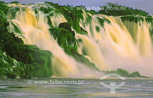 Cachoeira de Santo Antônio, no rio Jari, divisa dos municípios de Monte Dourado (estado do Pará) e de Laranjal do Jari  (estado do Amapá) - Brasiljunho de 2001  - Amapá - Brasil