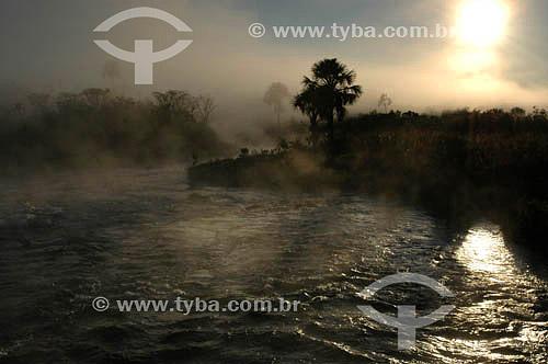 Nascer do sol no Rio Formoso - Parque Nacional das Emas  - GO - Brasil   O Parque é Patrimônio Mundial pela UNESCO desde 16-12-2001.   - Goiás - Brasil