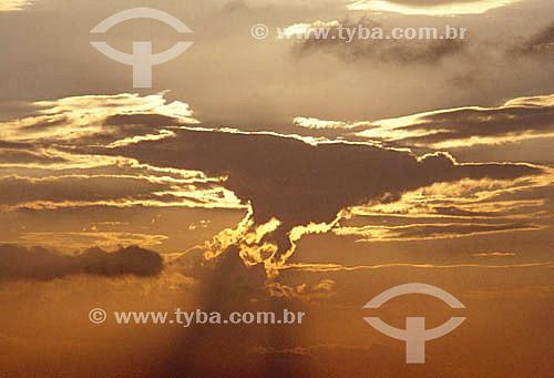 Nuvens ao pôr-dol-sol