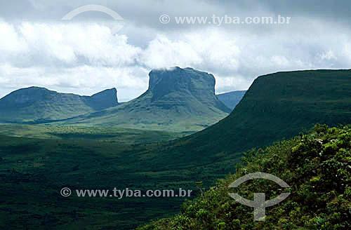 Vista do Parque Nacional da Chapada Diamantina com o Monte Tabor ou Morrão no centro - Bahia - Brasil / Data: 2008