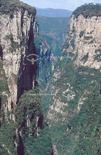 Canyon do Itaimbezinho - Parque Nacional dos Aparados da Serra - RS - Brasil - 1996  - Rio Grande do Sul - Brasil