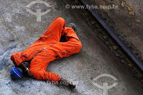 Operários descansando na hora do almoço - cochilo - sesta - Niterói - RJ18/07/2007  - Niterói - Rio de Janeiro - Brasil