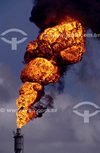 Poluição - Pólo Petroquímico de Camaçari - próximo à Salvador - Bahia - Brasil  - Camaçari - Bahia - Brasil