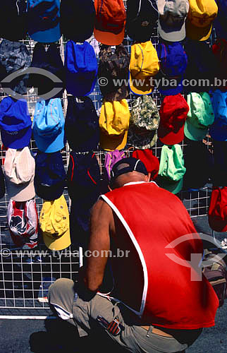 Vendedor de chapéus em Quintino - RJ - Brasil  - Rio de Janeiro - Brasil