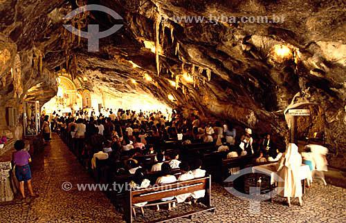 Missa no interior da gruta do Santuário de Bom Jesus da Lapa, uma manifestação importante da fé católica - Bom Jesus da Lapa - Bahia - Brasil  - Bom Jesus da Lapa - Bahia - Brasil