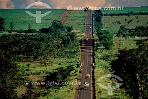 Vista aérea de carros na Rodovia BR-163 - Sonora - MT - Brasil  - Sonora - Mato Grosso - Brasil