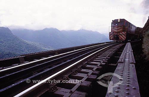 Trem descendo a Serra do Mar em direção a Paranaguá - Estrada de Ferro Curitiba-Paranaguá - Serra da Graciosa - Paraná - Brasil  - Paranaguá - Paraná - Brasil