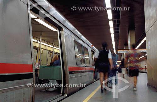 Pessoas no metrô do Rio de Janeiro - RJ - Brasil  - Rio de Janeiro - Rio de Janeiro - Brasil