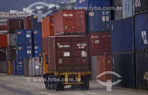 Carregamento de containers no Porto de Pulsan, Coreia do Sul - 2003
