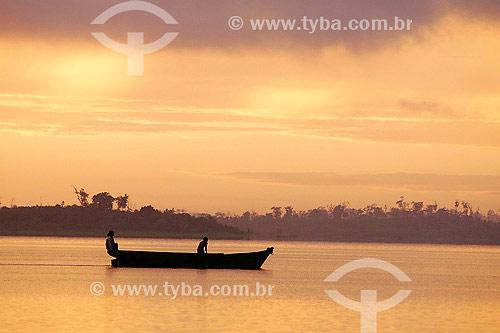 Pequeno barco em lago - Tucuruí - PA - Brasil  - Tucuruí - Pará - Brasil
