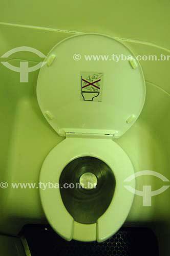 Privada / Assento sanitário de avião - Brasil - Março 2006