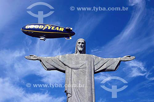 Dirigível passando sobre o Corcovado, Rio de Janeiro, Cristo Redentor, 1999  - Rio de Janeiro - Rio de Janeiro - Brasil
