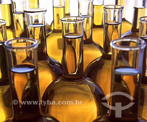 Combustível em vidros em um laboratório
