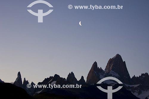 Assunto: Monte Fitzroy e Cerro Torre com luaLocal: PatagôniaPaís: ArgentinaData: 23/01/2007