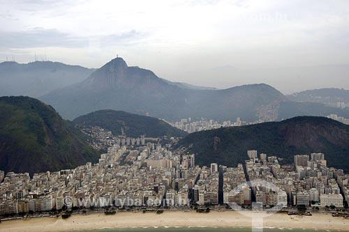 Assunto: Vista aérea de Copacabana com Morro do Corcovado ao fundoLocal: Rio de Janeiro - RJData: 28/06/2004