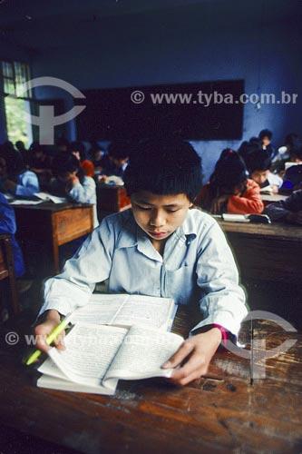 Assunto: Menino estudando Local: Yangshuo - China