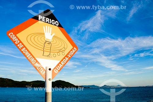 Assunto: Placa de advertência na Praia da Daniela. Local: Florianópolis - SC - Brasil.Data: Abril de 2008
