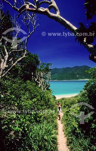 Assunto: Trilha para Praia do AtalaiaLocal: Arraial do Cabo - RJ / Data: 01/2000