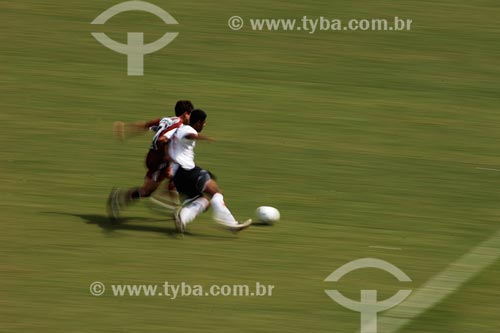 Assunto: Jogadores disputando a bola em jogo entre Fluminense e Botafogo / Local: Rio de Janeiro - RJ / Data: 02/2008