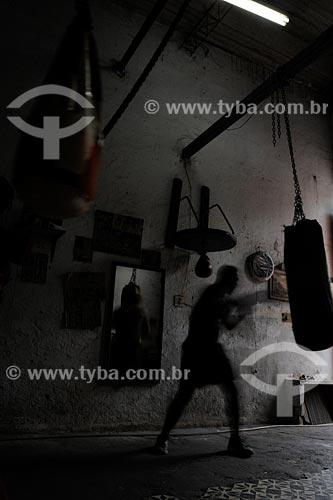 Assunto: Homem praticando boxe na Academia Santa RosaLocal: Praça Mauá - Centro - Rio de Janeiro - RJ - BrasilData: 2008