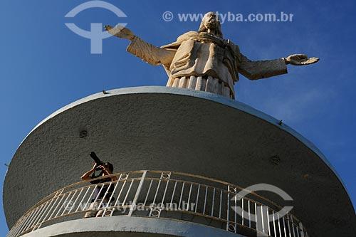 Assunto: Itaperuna - Turista na estátua do Cristo / Local: Noroeste Fluminense - Rio de Janeiro / Data: 06/2008