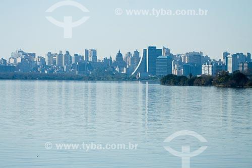 Assunto: Vista da cidade de Porto Alegre, com Rio Guaíba à frente / Local: Porto Alegre - RS - Brasil / Data: 06/07/2008