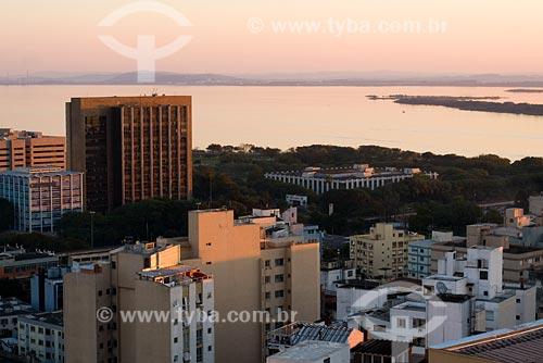 Assunto: Vista do centro de Porto Alegre ao por do sol / Local: Porto Alegre - RS - Brasil / Data: 06/07/2008