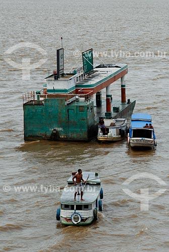 Assunto: Posto de combustivel para barcos ao lado do Ver-o-Peso / Local: Belem - PA / Data: fevereiro 2008
