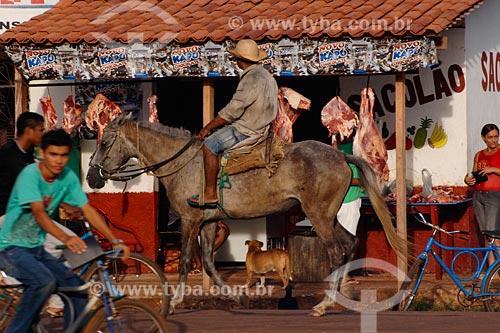 Assunto: Movimento em frente a Açougue / Local: Miranda do Norte - MA / Data: 08/2008