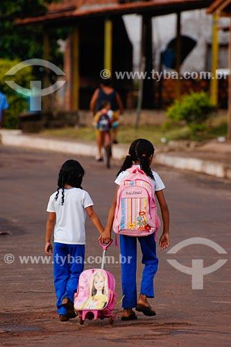 Assunto: Meninas indo à escola / Local: Miranda do Norte - MA / Data: 08/2008