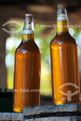 Assunto: Garrafas de mel - Apicultura no Povoado de Mutum / Local: Anajatúba - MA / Data: 08/2008