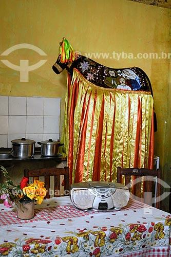 Assunto: Fantasía de brincante do Boi (bumba-meu-boi) Juventude em cozinha / Local: Miranda do Norte - MA / Data: 08/2008