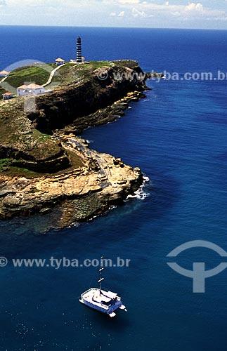 Assunto: Catamarã no Parque Nacional Marinho dos AbrolhosIlha Santa Bárbara, casas da Marinha do Brasil e Rádio-Farol de Abrolhos/ Local: Parque Nacional Marinho dos Abrolhos - BA / Data: 08/2008